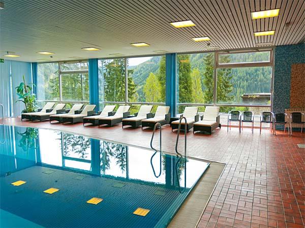 Hotelový bazén na hoteli Alpenhof