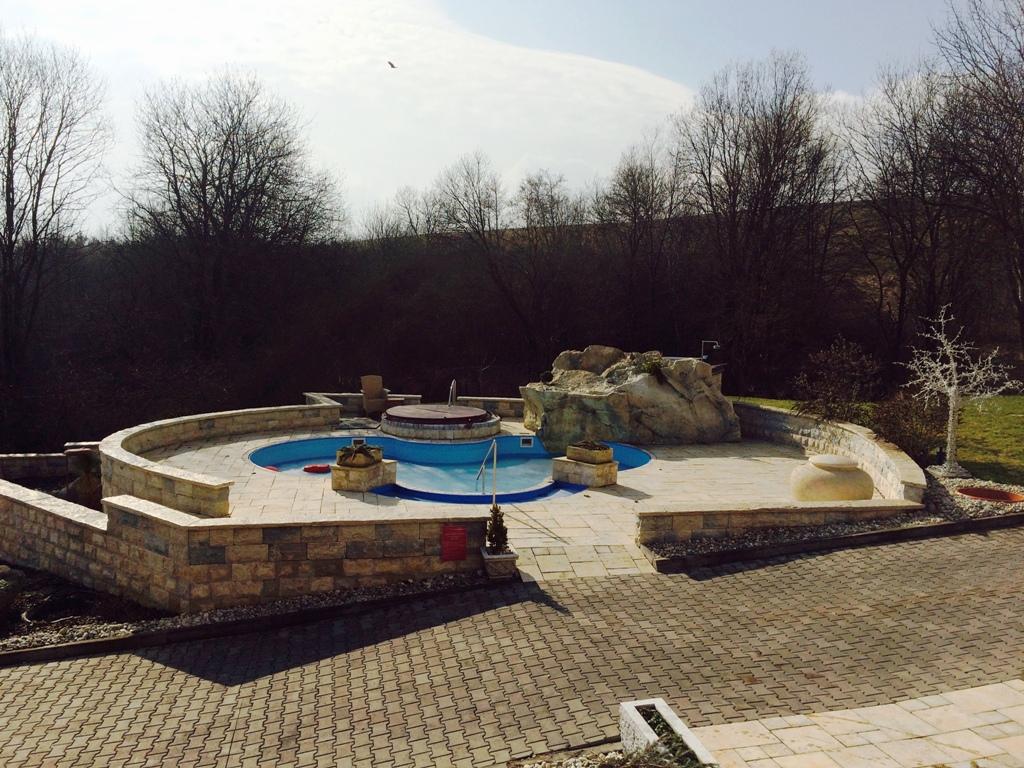 Kaskády hotel & spa rezort - vonkajší bazénik s vírivkou